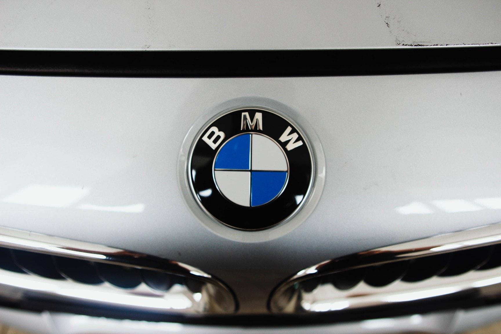 Знак автомобиля BMW