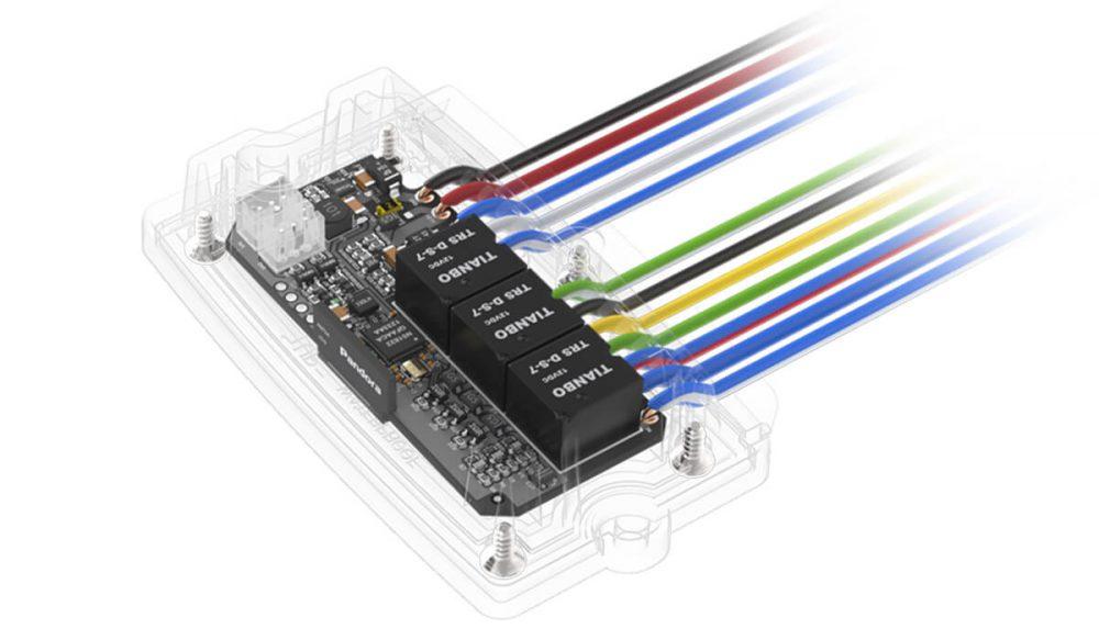 Радиомодуль моторного отсека RHM-06 позволяет значительно упростить монтаж охранных систем Pandora, исключить необходимость протяжки проводов в подкапотное пространство автомобиля. Связь модуля с базовым блоком осуществляется по радиоканалу на 2,4 GHz.
