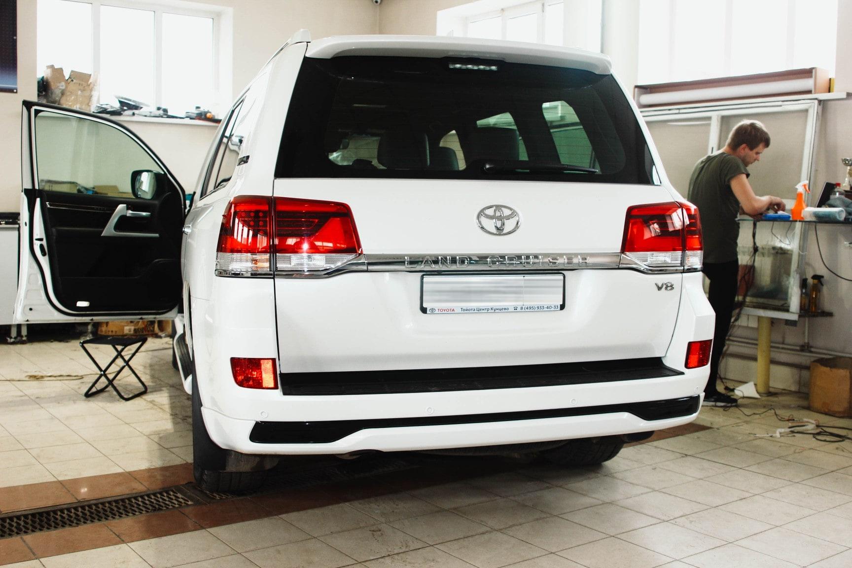Процесс установки автосигнализации на Toyota Land Cruiser V8