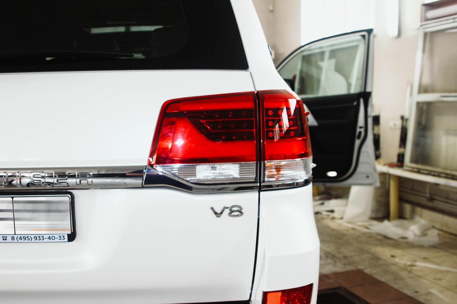 Автомобиль Toyota Land Cruiser V8